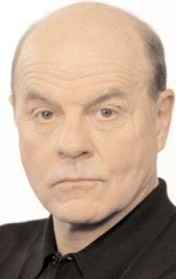 Full Michael Ironside filmography who acted in the TV series Le dernier chapitre.